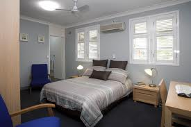 cromwell college guest bedroom